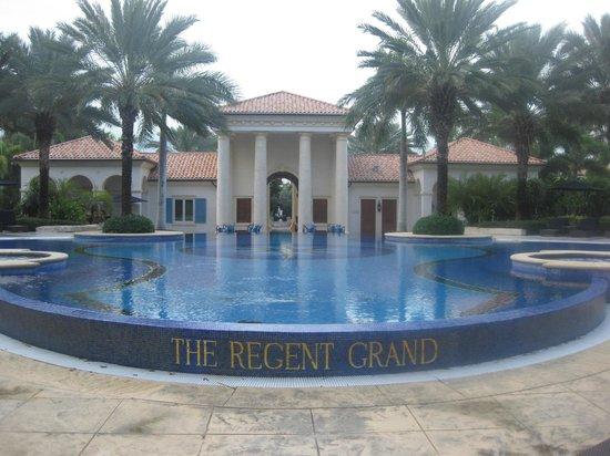 The Regent Grand: Regent Grand's Infinity Pool