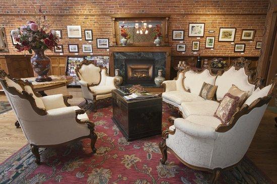 Bishop Victorian Hotel: Lobby 4