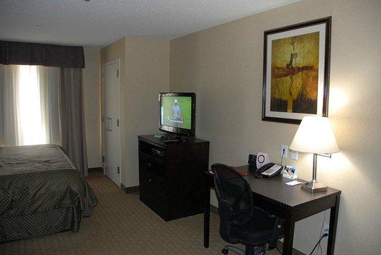 Comfort Suites:                                     Work area
