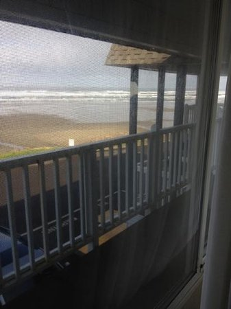 "Shilo Inn Suites Hotel - Newport:                   view from ""oceanfront"" rm behind walkway on 2nd fl and parking lot"