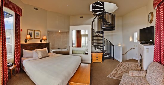 Hotel Bellwether: Lighthouse Suite Staircase