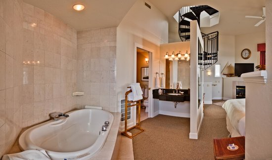 ‪هوتل بيلوذر: Lighthouse Suite Jetted Tub‬