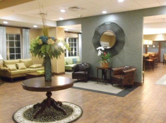 Hampton Inn New Smyrna Beach :                                     Gorgeous Lobby