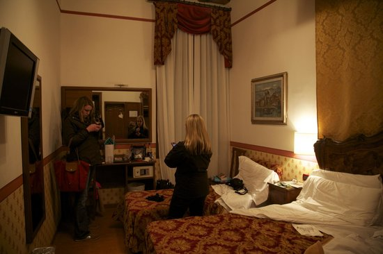 Hotel Ala - Historical Places of Italy:                   Room