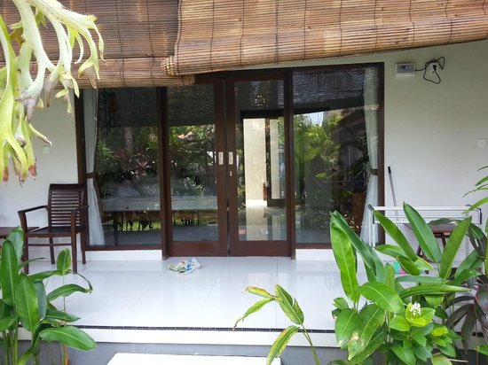 Matra Bali Guesthouse : entry to room which is from center garden
