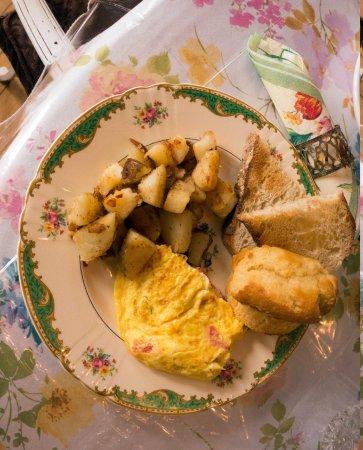 Enchanted Nights B&B: Breakfast - yummy!