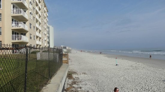 Coastal Waters Inn :                   View from the bottom of the property onto the beach