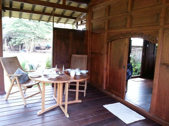 Yabbiekayu Homestay Bungalows: our rooms front porch dining area