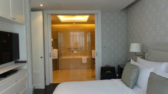 Oriental Residence Bangkok:                   huge luxurious bathroom with everything you mat need