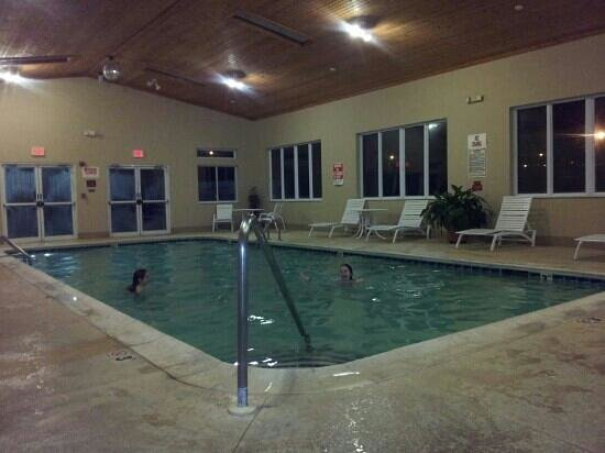 Baymont Inn & Suites Elizabethtown:                   nice size indoor pool, water was warm, roo was a little chilly