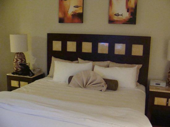 Villa del Palmar Cancun Beach Resort & Spa:                   Cama king size, de frente