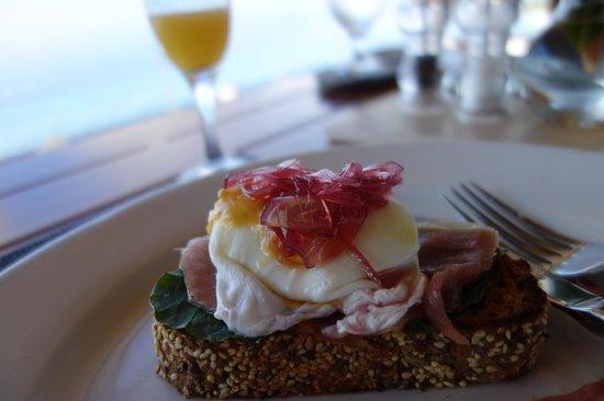 Kura Design Villas Uvita :                                     breakfast, presentation amazing
