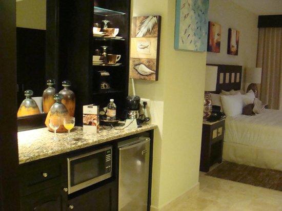 Villa del Palmar Cancun Beach Resort & Spa:                   Vista desde el baño hacia la habitación y kitchenette
