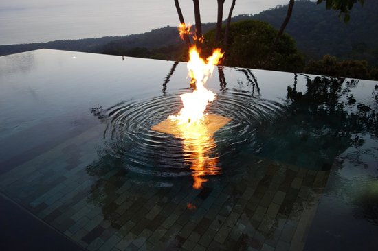 Kura Design Villas Uvita :                                     fire built into the pool