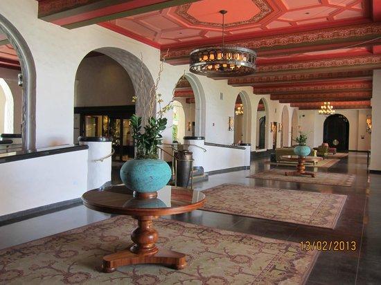 The Royal Hawaiian, a Luxury Collection Resort: corrider