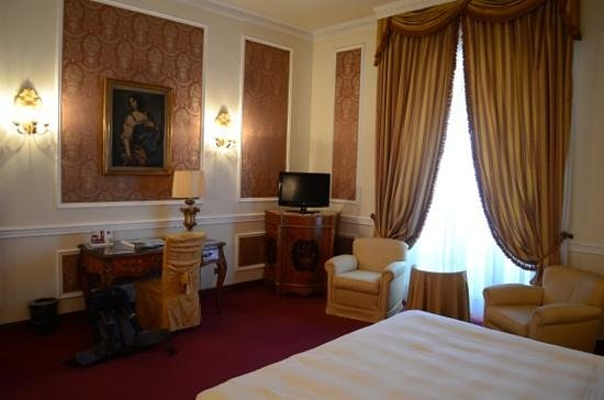 Grand Hotel Villa Medici:                   bedroom