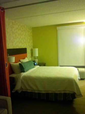 Home2 Suites by Hilton Nashville Vanderbilt:                   Bed