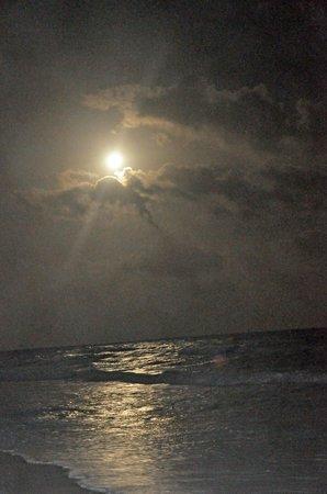 Mahekal Beach Resort:                   moon light on the ocean