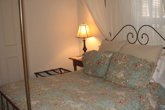 Washington House Inn:                   Comfortable bed