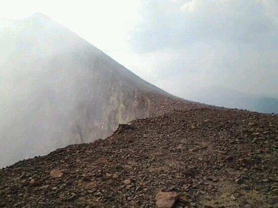 Green Pathways:                   cima del volcán telica