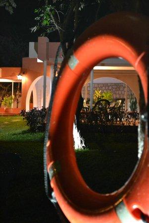 Hotel Chichen Itza: mesa de pingpong y parque extenso