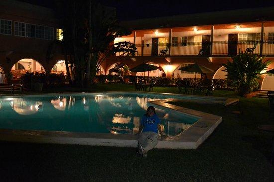 Hotel Chichen Itza: hora del relax alrededor de la pileta