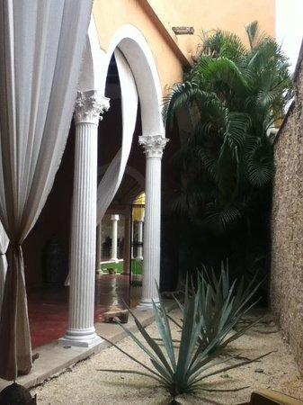 Hotel Hacienda VIP:                   Entrando al hotel