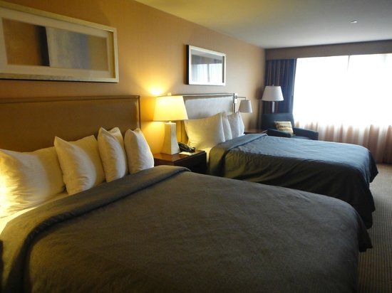 Silver Cloud Hotel - Seattle Stadium:                   Really spacious room!