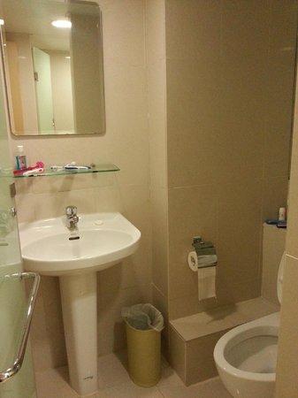 Hotel Benito:                   Bathroom