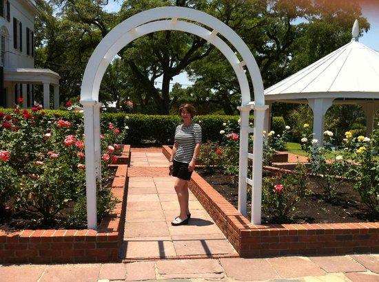 Natchez Pilgrimage Tours Day Tours :                   Gardens at Stanton Hall