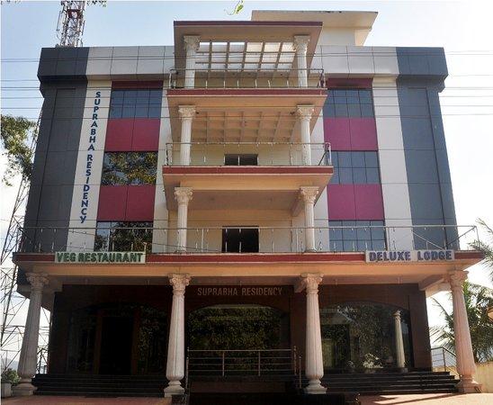 Kalasa, الهند:                   Front view                 