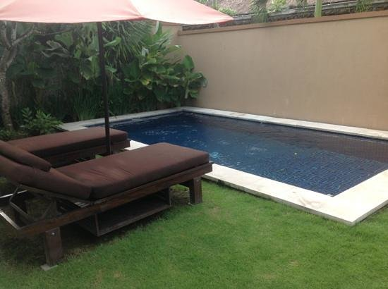 Bali Yubi Villa: Villa 7 - Piscine - transats