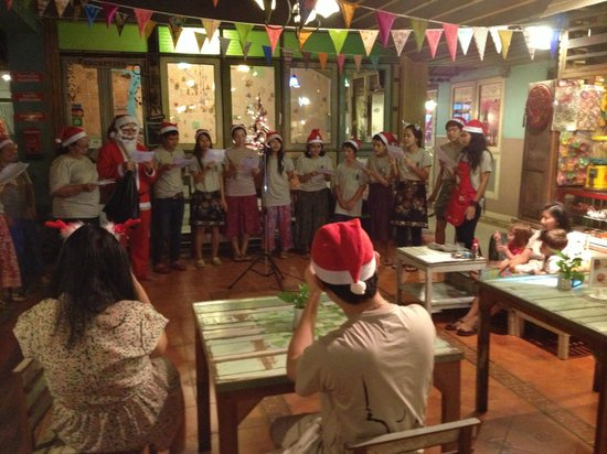 Phranakorn-Nornlen Hotel:                                                       Christmas evening where they are singing C