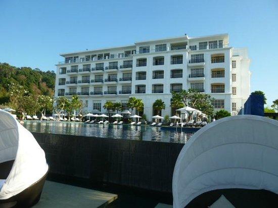 เดอะ ดันนา ลังกาวี มาเลเซีย:                   ビーチ側から見たホテル