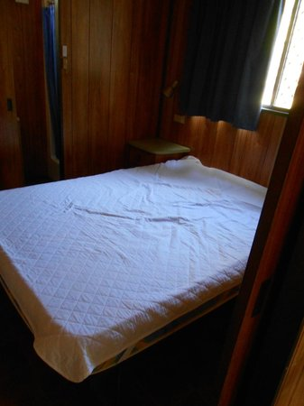 Aldinga Beach Holiday Park:                   Queen size bed - no bedcovers no pillows