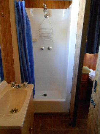 Aldinga Beach Holiday Park:                   Bathroom - shower exceptionally small