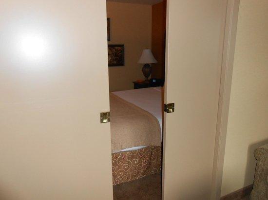 Oxford Suites Portland - Jantzen Beach:                   separate sleeping area