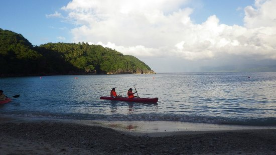Tugawe Cove Resort: Kayaking fun!