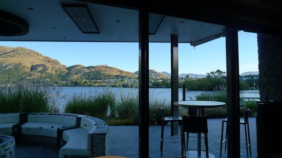 DoubleTree by Hilton Hotel Queenstown:                   Gorgeous view from the breakfast area.