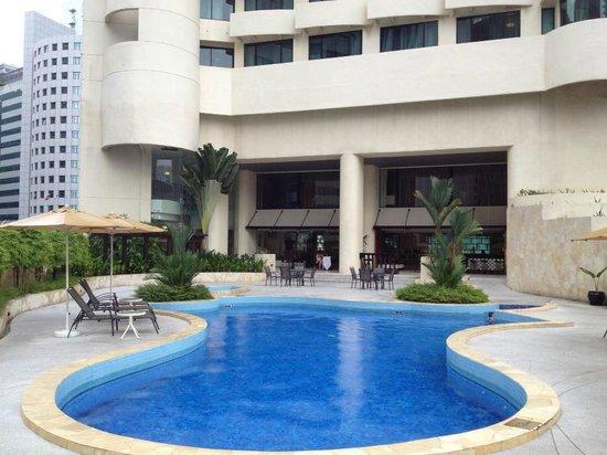 Hotel Novotel Kuala Lumpur City Centre: Small swimming pool