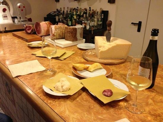 Osteria N.1 San Lazzaro :                   Aperitive at the bar.