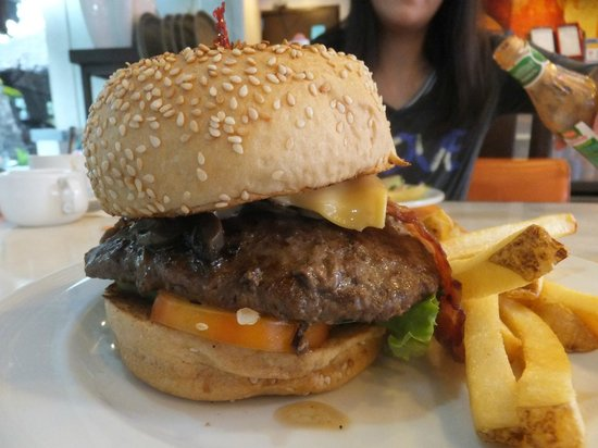Pancake House: Monster Size Burger!
