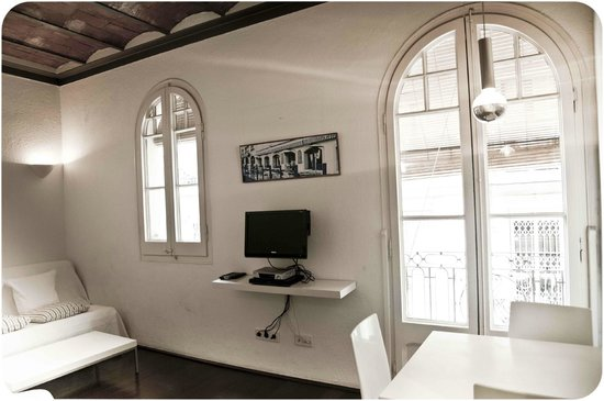 Barceloneta Suites: Original windows, all renovated