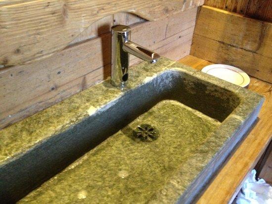lavandino in pietra bagno - Picture of Ristorante Laghetto ...