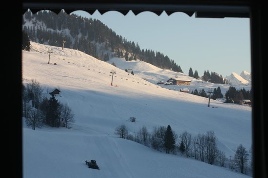 Residence CGH Le Village de Lessy:                   vue d'une partie du domaine skiable, du balcon.