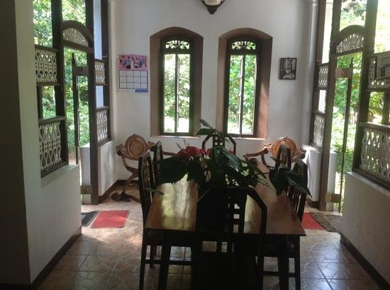 Home Stay Strand:                                     the entrance / breakfast area