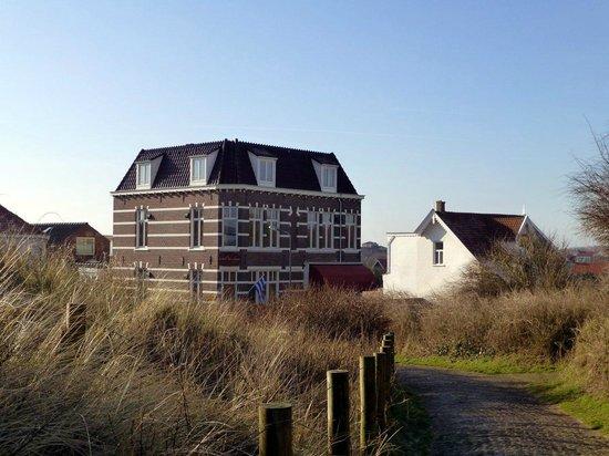 Hotel ter Duyn: Blick auf das Hotel von der Düne