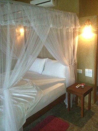 Wadiya Guesthouse :                                     nice king size bed