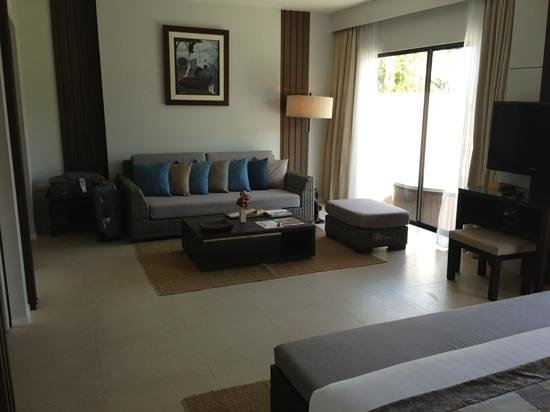 Cape Panwa Hotel :                   Lounge in Cape Suite