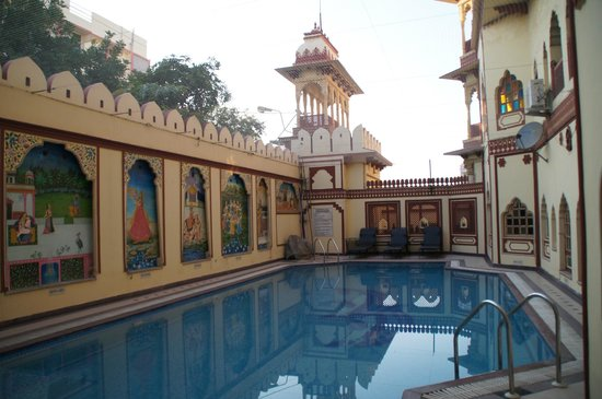 Umaid Bhawan Heritage House Hotel:                   Swimmingpool